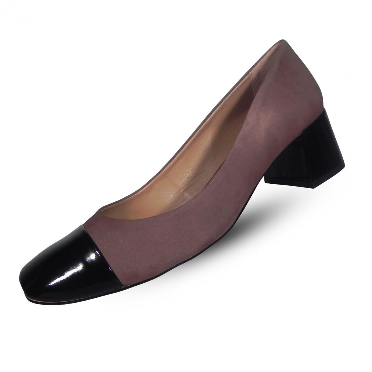 a6616f1a8 Sapato Feminino em Couro Nobuck Tabita - Cor Marrom e Preto - Pole Modas