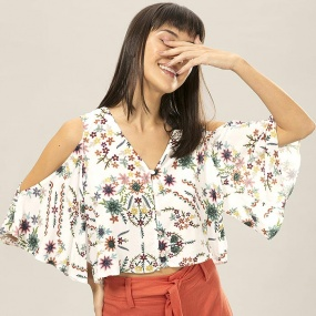 Blusa Cropped Naked Shoulder Lez a Lez Estampa La Vida